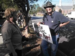 300x225 Bill Kendall, in Protest at Valdosta Sabal Trail office, by John S. Quarterman, 21 October 2014