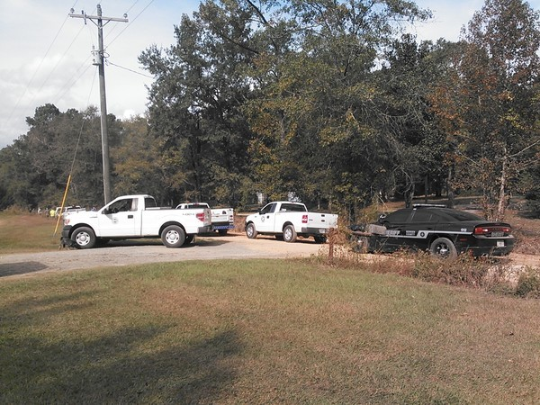 Berrien County Sheriff, Georgia Department of Transportation, city of Nashville, Kinder Morgan trucks, at site of SONAT pipeline break in Berrien County, GA. Photo by John S. Quarterman, 6 November 2014.