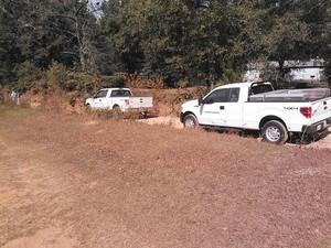 300x225 Kinder Morgan trucks and personnel, in Berrien break, by John S. Quarterman, 6 November 2014