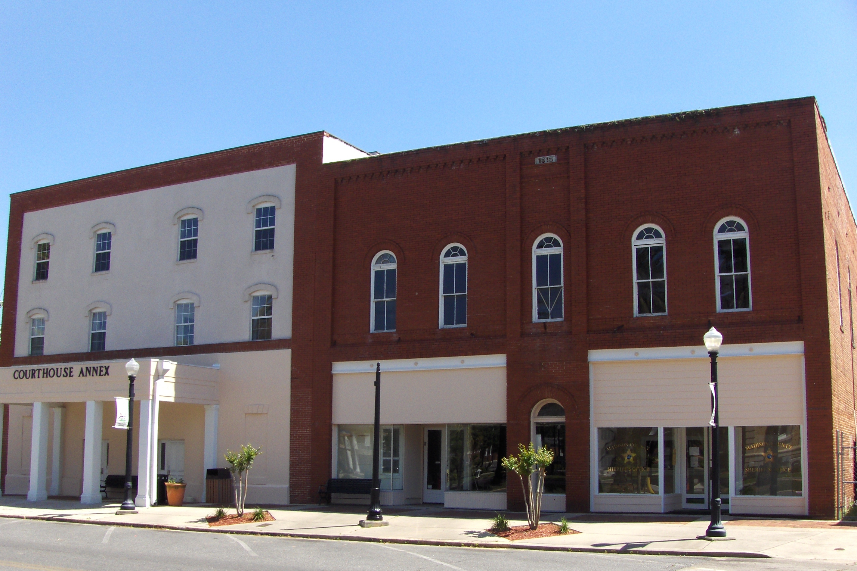 2848x1896 Madison County, FL Courthouse Annex, in Courthouse Annex, Madison, FL, by George Lansing Taylor Jr., 22 June 2016